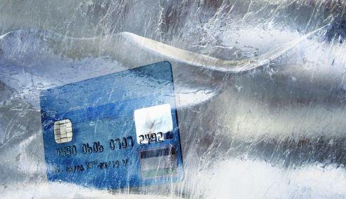 Picture 0 for «Ξεπαγώνουν» οι αποφάσεις για το πλαστικό χρήμα