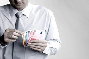 Φόροι και πλαστικό χρήμα «στριμώχνουν» τους επαγγελματίες