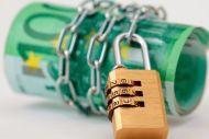 Προοπτική νέας ρύθμισης δεν υπάρχει : «Κλειδώνει» 250.000 λογαριασμούς η Εφορία
