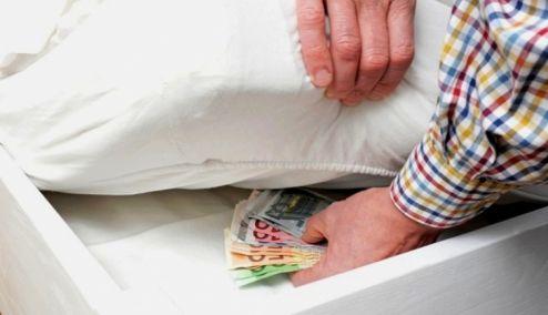 Picture 0 for Στο «στρώμα» ξανά τα χρήματα υπό τον φόβο των κατασχέσεων