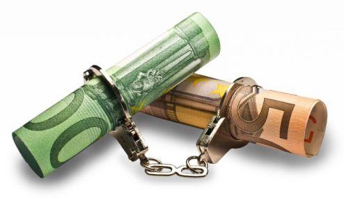 Picture 0 for Μαζική επίθεση της εφορίας στις τραπεζικές καταθέσεις – Τι να κάνετε αν σας τον δεσμεύσουν